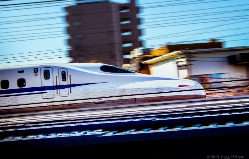 栄生駅で新幹線を流し撮り