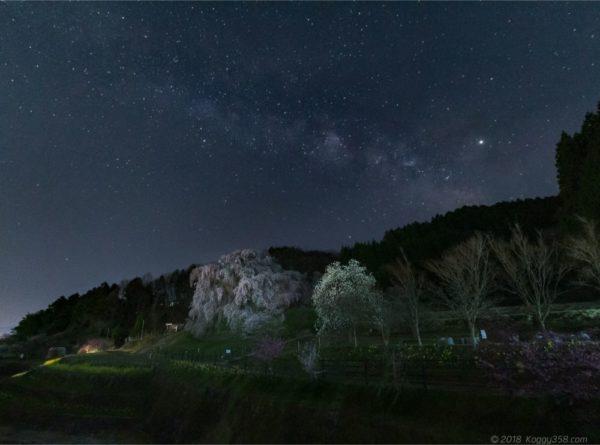 奈良の一本桜の名所、又兵衛桜と天の川を撮影してきたよ