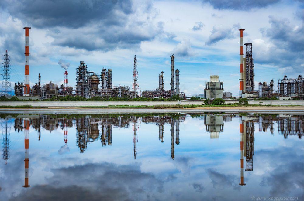 四日市、塩浜エリアの工場を鈴鹿川対岸からリフレクションさせて撮影