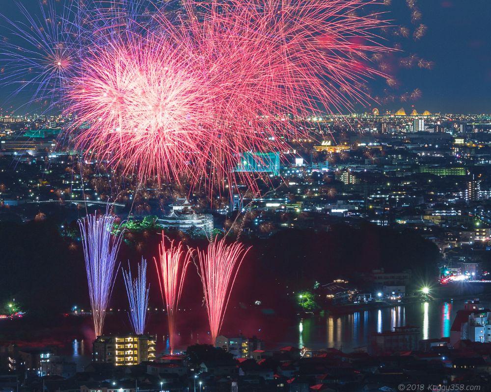 犬山城と日本ライン夏まつり納涼花火大会・木曽川ロングラン花火を撮影