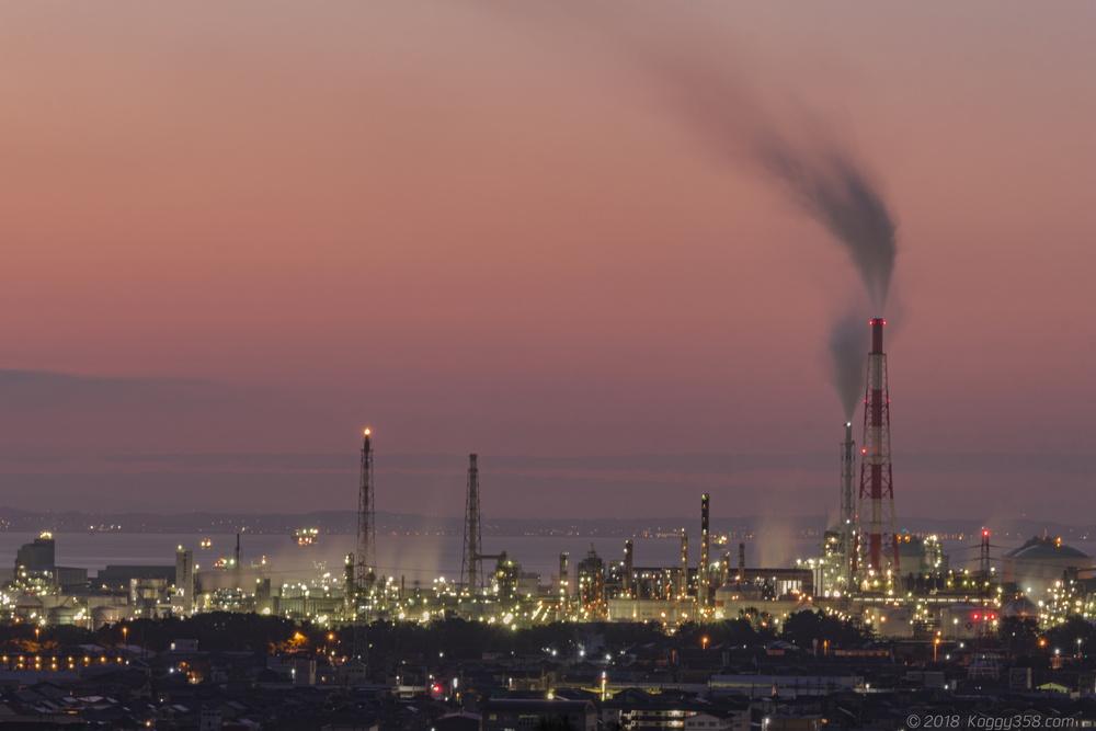 垂坂公園の展望台から四日市コンビナートの工場夜景と朝焼けを撮影